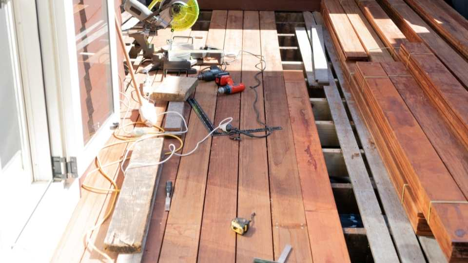 Selecting The Right Material For Building The Deck